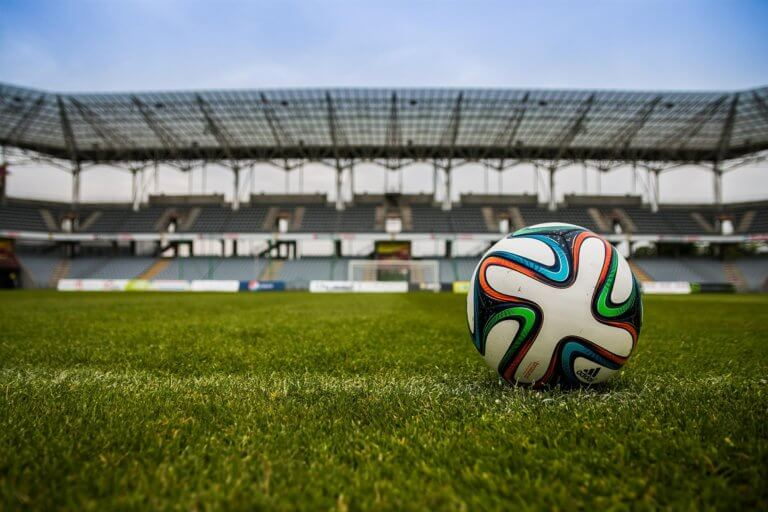 Hva i alle dager skjer med fotballen?
