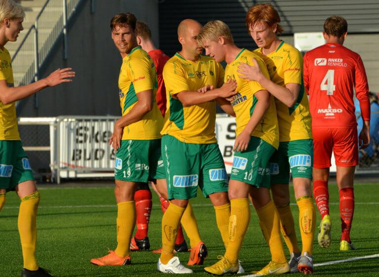 Foran den siste serierunden i 4. divisjon – drama i topp og bunn