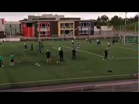 Lokal klubb trener vanlig fotball