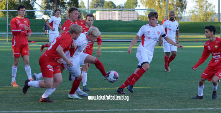 Foran den nest siste serierunde i 4. divisjon – drama i både topp og bunn